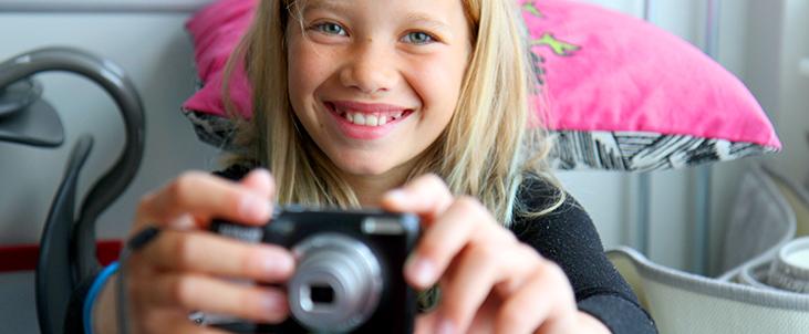 Jente med kamera